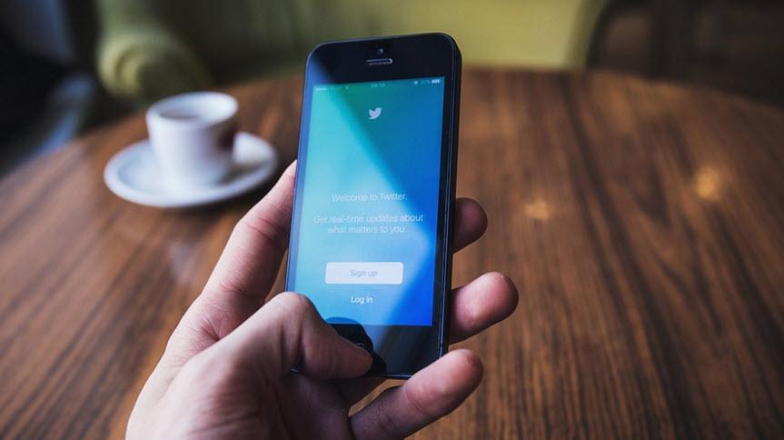 tampilan twitter biru